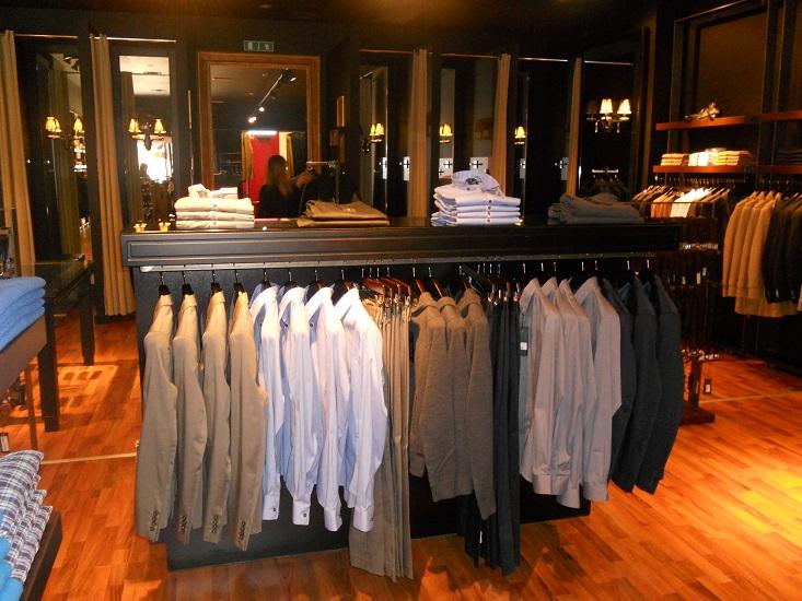 f35bb8d101 Arredamenti per negozi, arredamento su misura per negozi