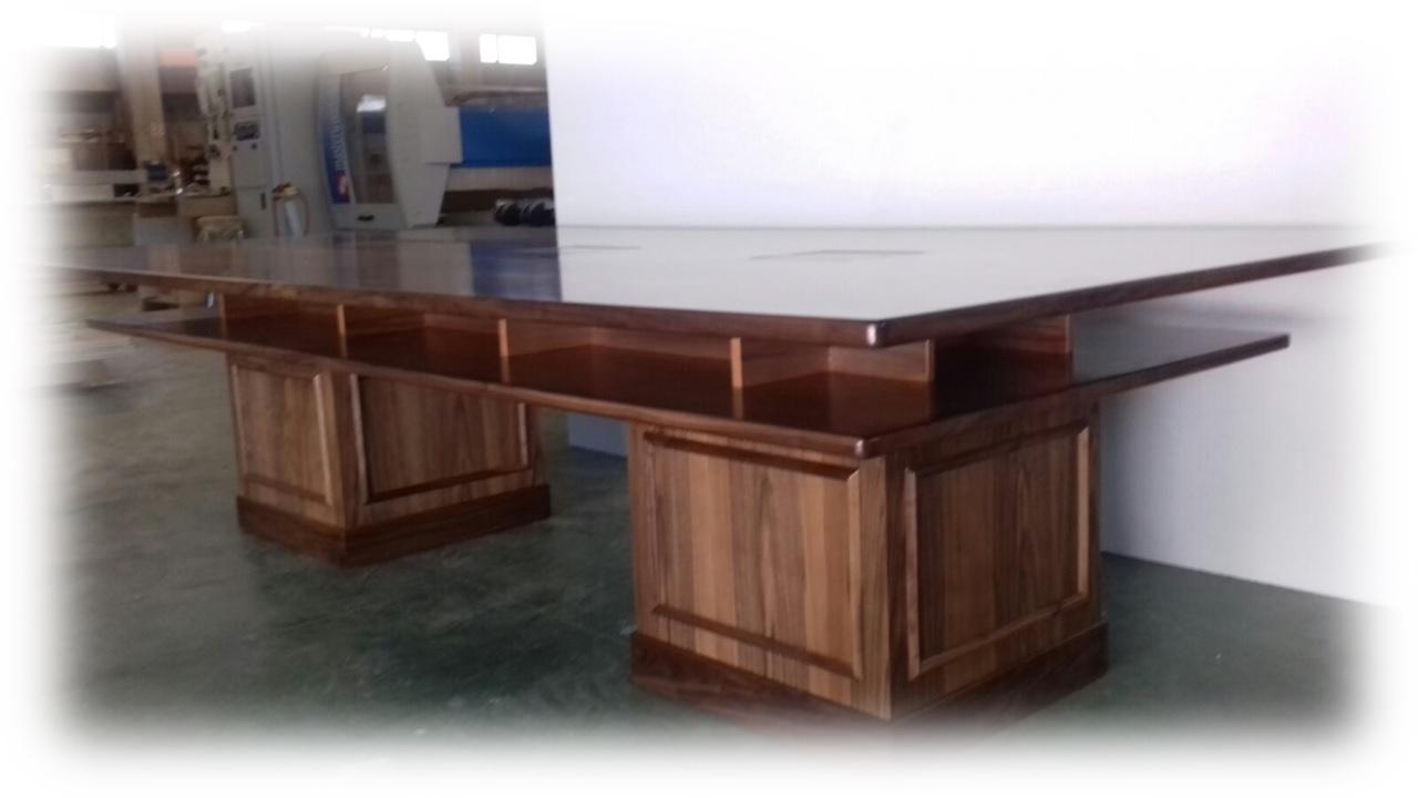 Realizzazione tavoli in legno su misura tavoli in legno for Tavoli estensibili in legno