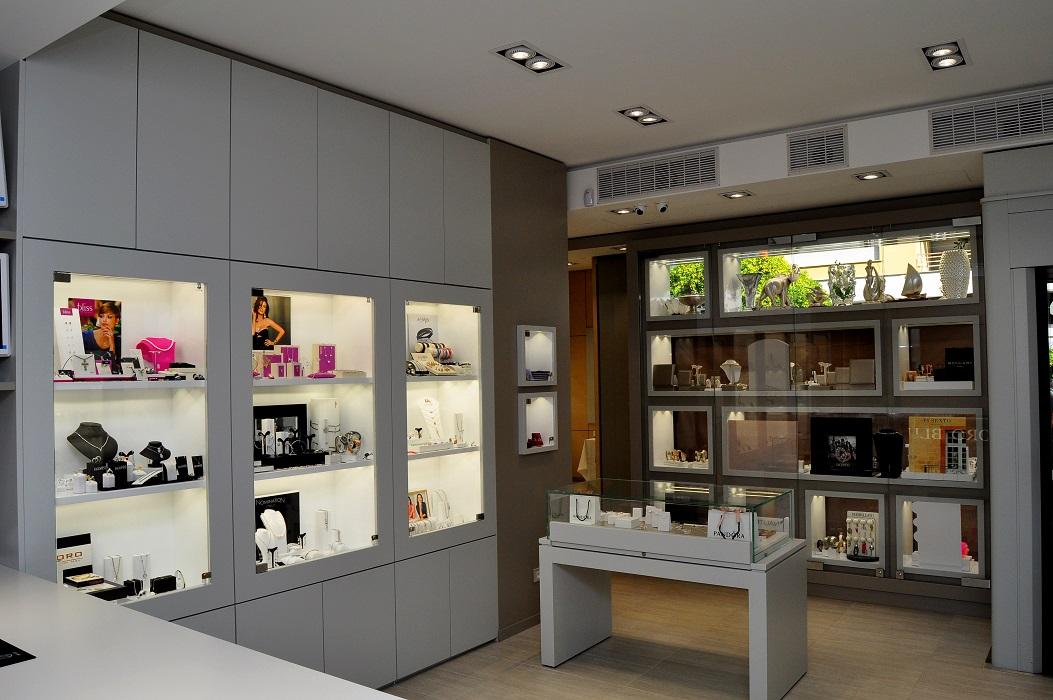 Progettazione realizzazione arredamenti gioiellerie for Negozio di arredamento d interni