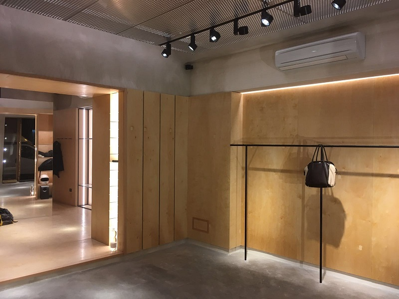 Elementi arredo negozi abbigliamento abbligliamento uomo for Negozi arredamento ancona
