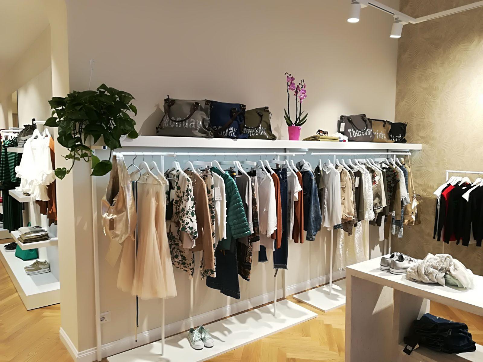 Produzione elementi arredo negozio abbigliamento goose