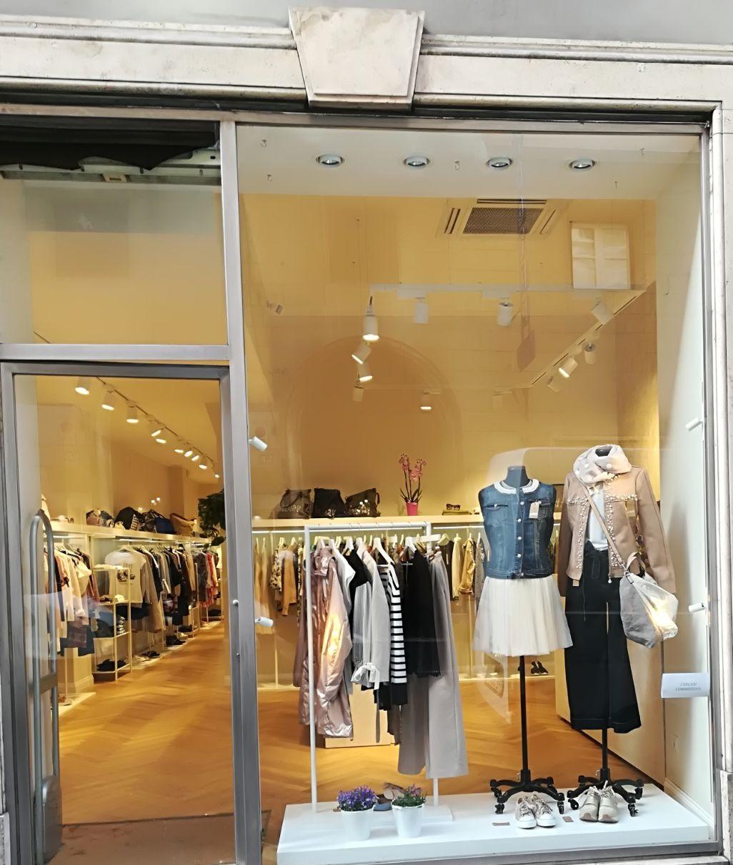 Produzione elementi arredo negozio abbigliamento goose for Elementi arredo