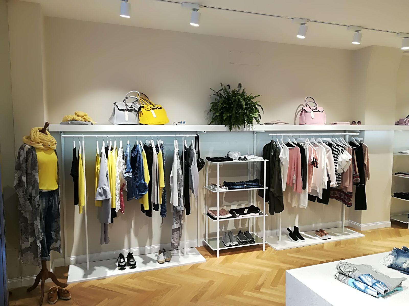 Produzione elementi arredo negozio abbigliamento goose for Arredi per negozi abbigliamento